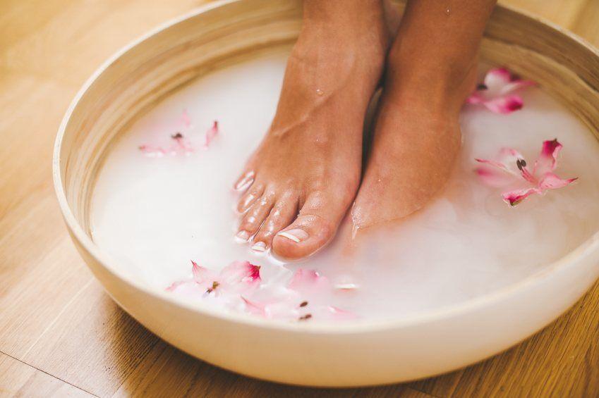 حمام پا برای درمان قطعی خار پاشنه