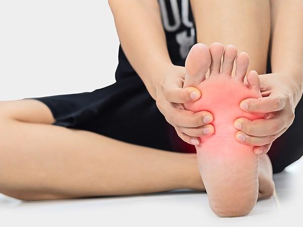 علت سوزش کف پا در شب چیست؟